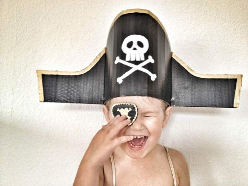 Sombrero de pirata de cartón