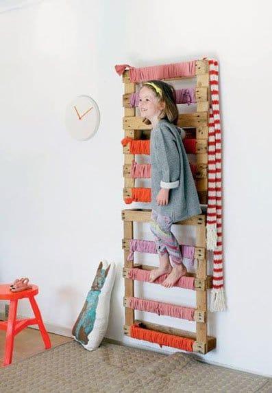 Ideas originales para decorar dormitorios con palets - Decorar paredes con palets ...
