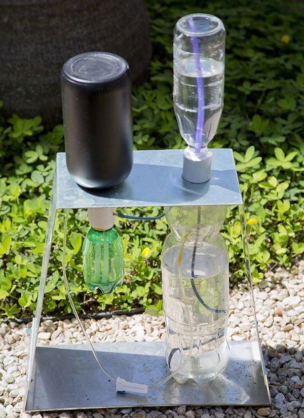 Ideas creativas para reciclar o reutilizar botellas de - Riego por goteo para macetas ...