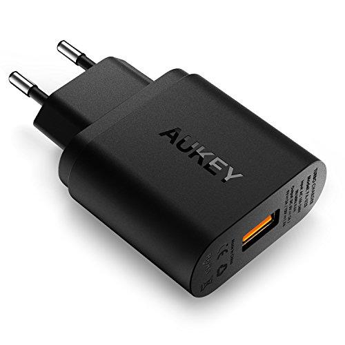 AUKEY Quick Charge 2.0 Caricatore USB a muro 18W per Samsung Galaxy S7/ S6/ S6 Edge / Note 4, HTC One M9, Nexus 6, adattatore del caricatore USB con Plug UE, un Micro USB cavo per Quick Charge (Nero)