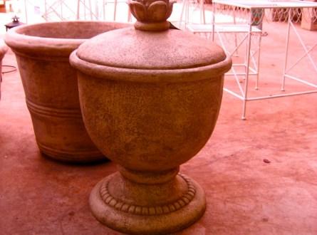 Decorative water hose urn