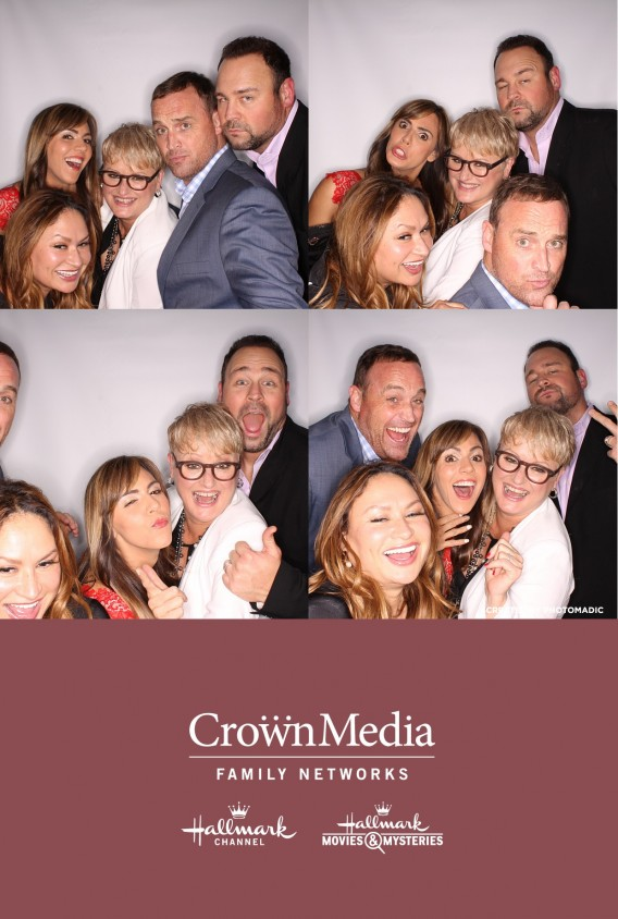 CAST-HOME-AND-FAMILY-PHOTO-BOOTH-TCA-2015