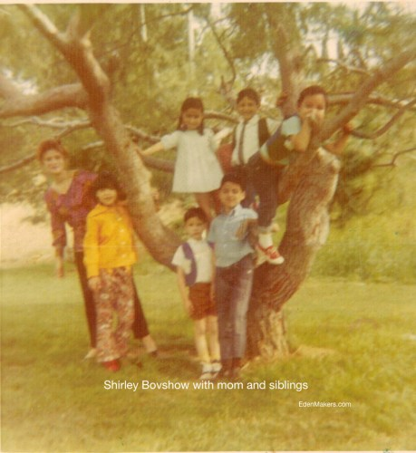 shirley-bovshow-as-child-with-mom-siblings