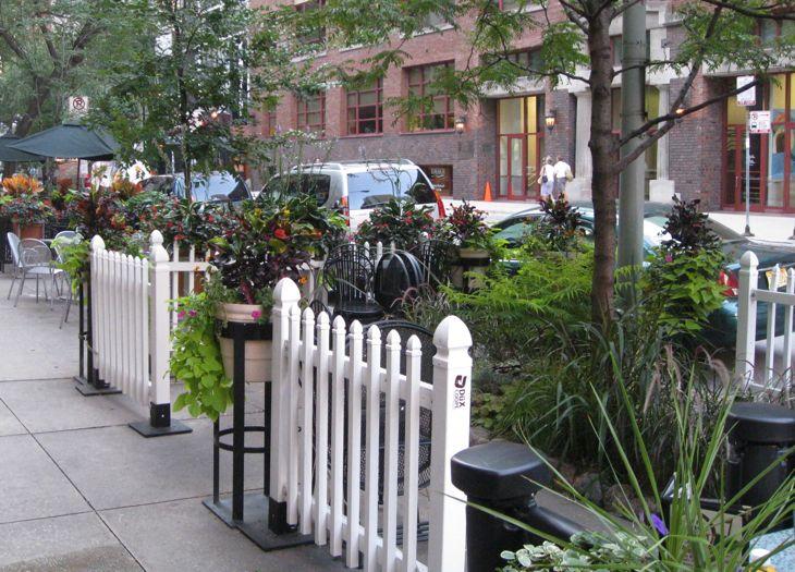 chicago-restaurant-outdoor-sidewalk-dining-garden