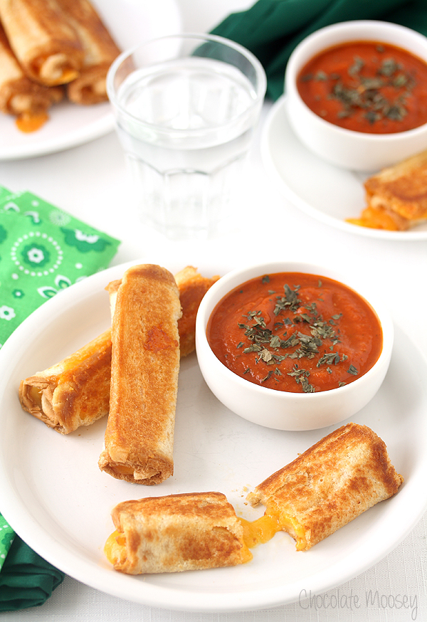 Grilled-Cheese-Roll-Ups-With-Tomato-Soup-Dipping-Sauce