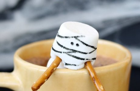 Mummy Marshmallows for Halloween Hot Cocoa