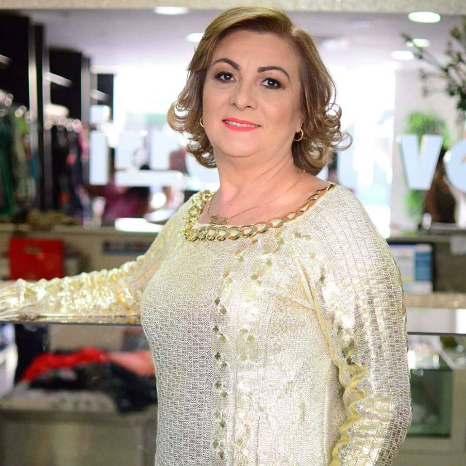 Homenageadas tiveram um dia de rainha na loja, com produção de cabelo e maquiagem seguida de sessão de fotos, que são postadas nas redes sociais. FOTOS: Eduardo Chayn