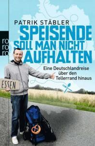 """Cover des Buchs """"Speisende soll man nicht aufhalten"""" von Patrik Stäbler. Der Autor reckt wie ein Anhalter den Daumen heraus und zeigt ein Pappschild nach """"Essen"""". Es ist ein Buch über Couchsurfing und Couchsurfer, Trampen und Essen."""