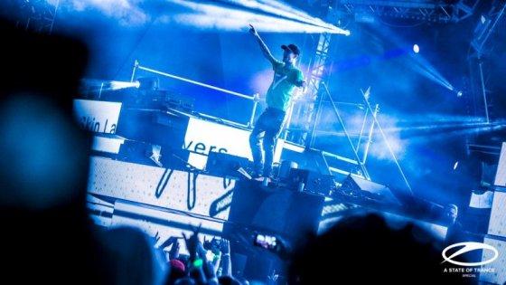 deadmau5 en el ASOT Stage de Ultra 2016 EDMred