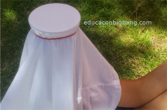 camiseta sujeta al vaso con una goma