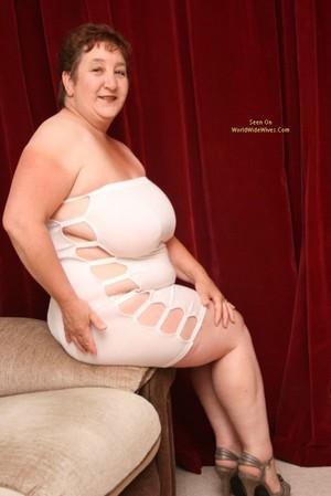 amateur wife upskirt no panties