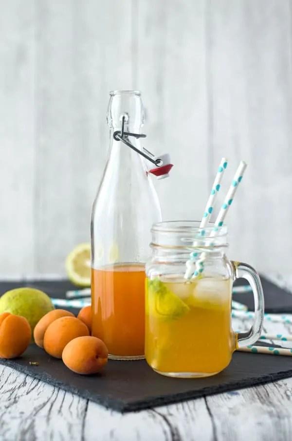 Aprikosenlimonade aus selbstgemachtem Aprikosensirup