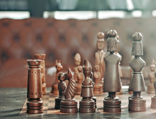 spiel-liebe-schach-gedanken-glück-leben-spielfiguren-holz