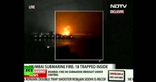 India: Se incendia un submarino con 18 marinos a bordo en la base de Mumbai