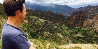 Edward Norton entusiasmado con volver a Bolivia tras disfrutar el Carnaval