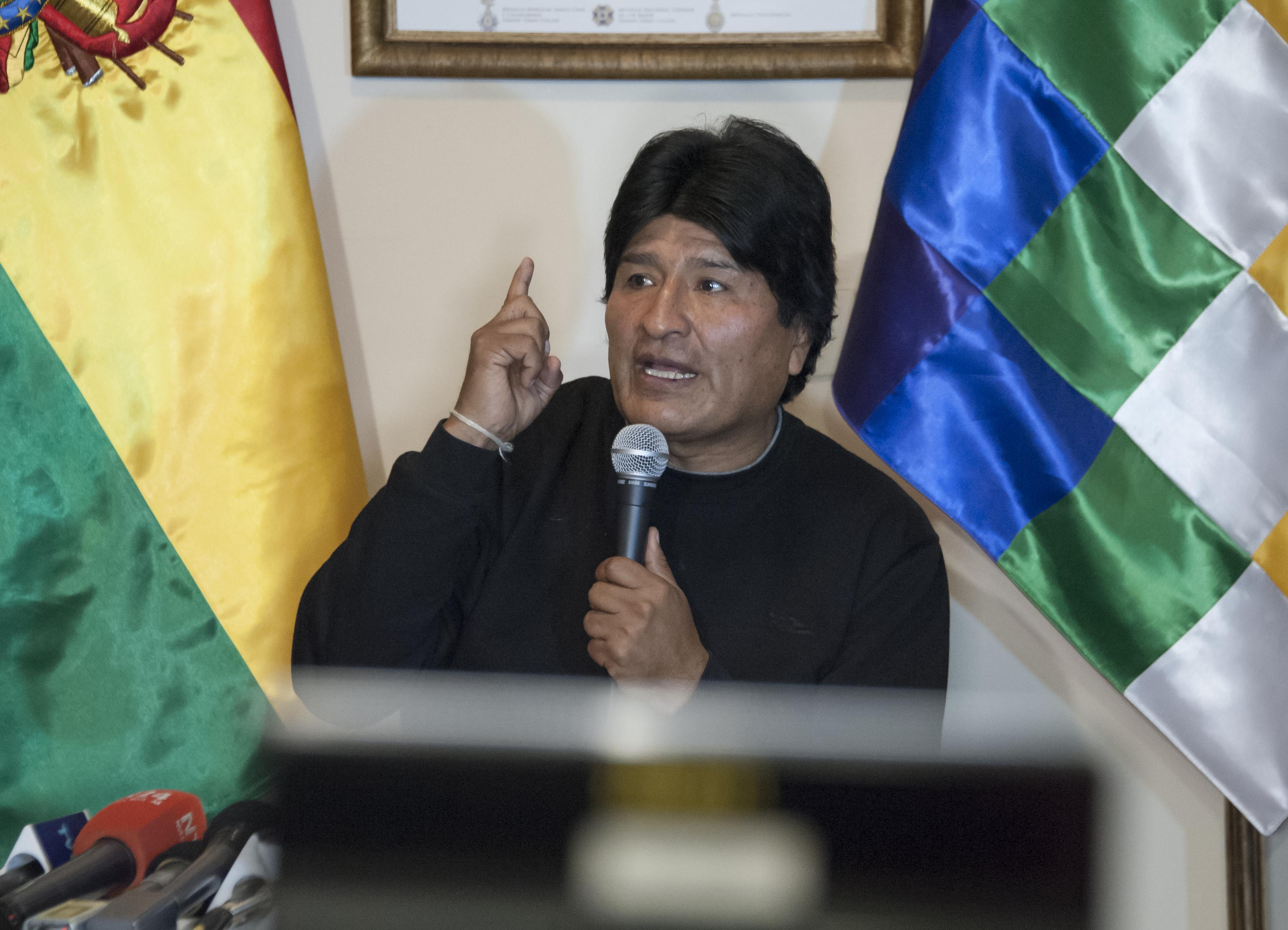 """Sin mostrar pruebas, Evo acusa a la oposición de pagar """"miles de dólares"""" para montar caso Zapata"""