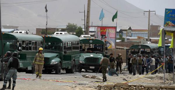 Al menos 27 policías murieron y 40 resultaron heridos tras un ataque con bomba reivindicado por los talibanes
