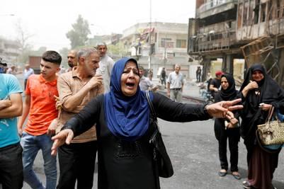 Iraquíes desconsolados por los ataques terroristas del ISIS en el centro de Bagdad. REUTERS - AHMED SAAD