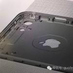 El panel trasero del iPhone 7 por dentro