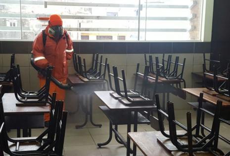 En la unidad educativa República de la Argentina se hizo la fumigación