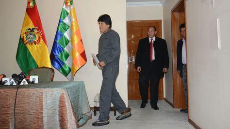 El presidente Evo Morales caminó esta mañana sin muletas. Foto: APG