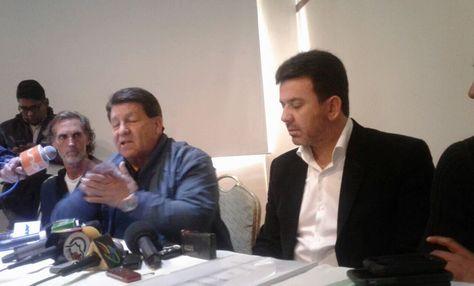 Julio César Baldivieso (der.) y su asistente técnico Víctor Barrientos.