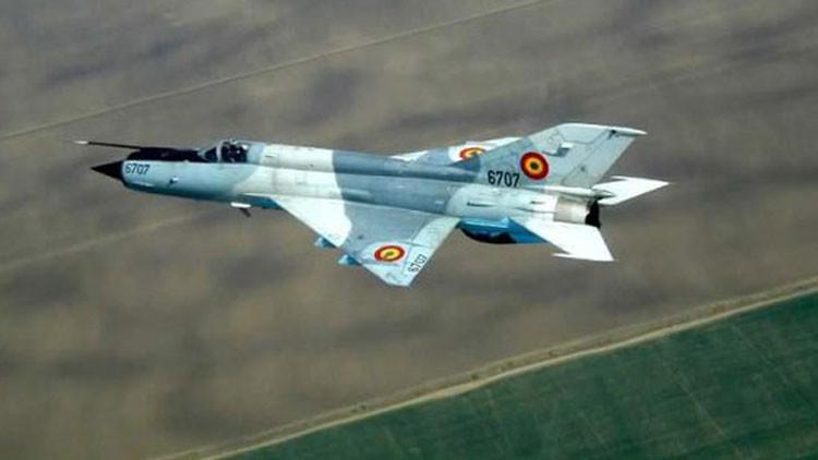 Un avión MiG-21 de fabricación soviética, perteneciente a la Fuerza Aérea Siria