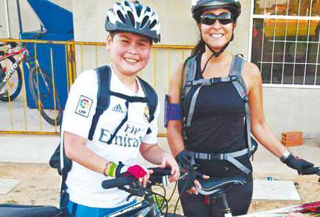HIJO Y MADRE. Ricardo Mendoza y Valeria Ovando se unieron a la