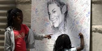 Ex médico de Michael Jackson denuncia que el cantante tenía una extraña obsesión con su hijo