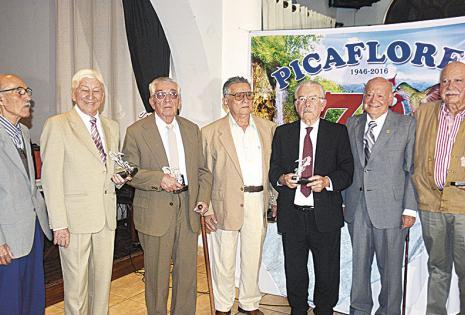 Jorge El-Hage, Sergio Hurtado, Saúl Peña, Marcelo Rodríguez, Jerjes Antelo, Ovidio Ortiz y Alfredo Pinto fueron homenajeados en su condición de socios fundadores