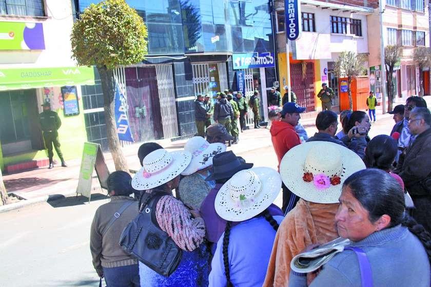 Los panificadores asociados intentaron ingresar a las oficinas de Emapa pero estaban con resguardo policial.