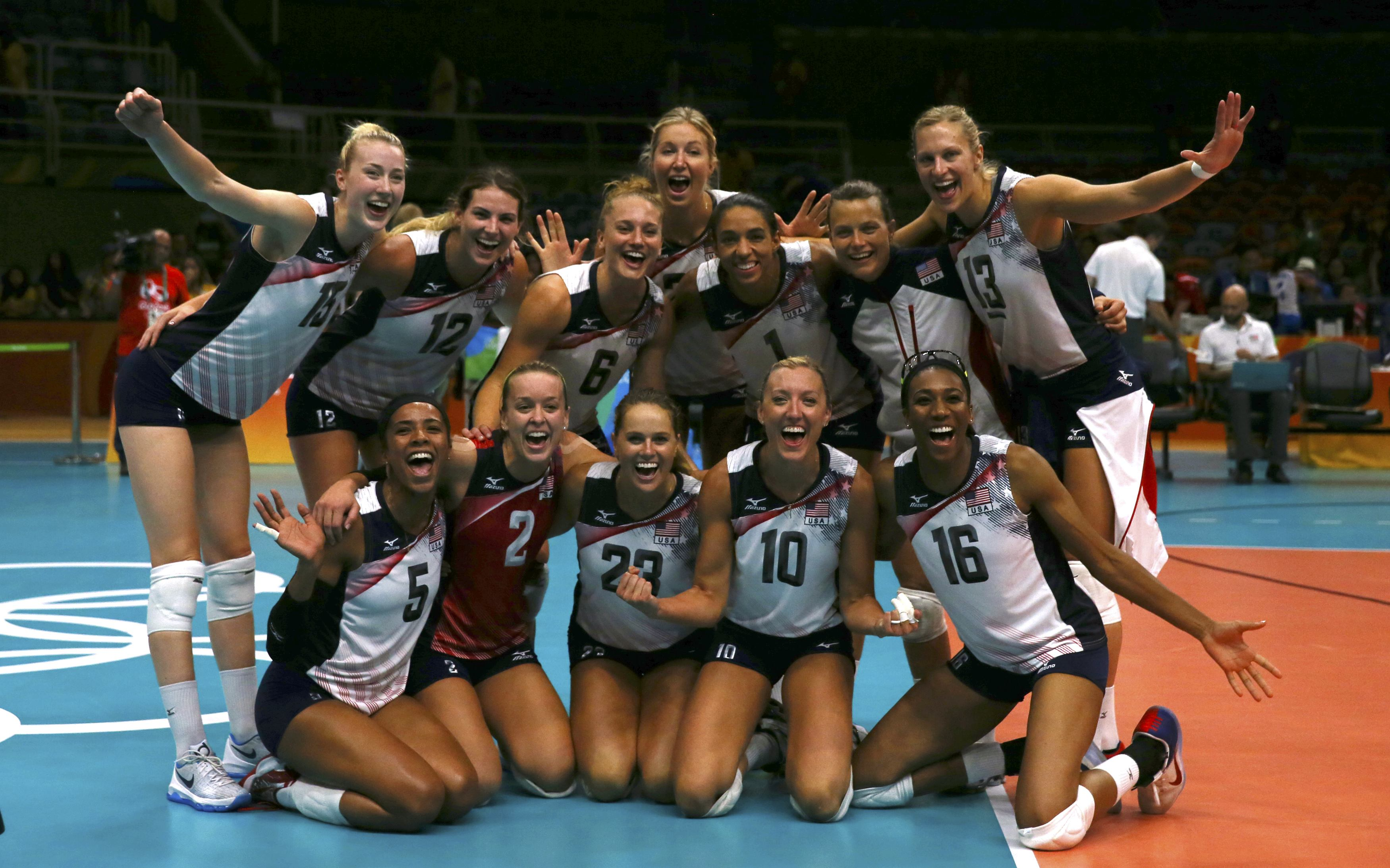 2016 Rio Olympics - Volleyball - Women's Preliminary - Pool B USA v Puerto Rico - Maracanazinho - Rio de Janeiro, Brazil - 06/08/2016. USA team plyaers celebrate after defeating Puerto Rico. REUTERS/Marcelo del Pozo FOR EDITORIAL USE ONLY. NOT FOR SALE FOR MARKETING OR ADVERTISING CAMPAIGNS.