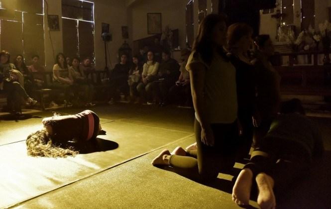 Internas del penal de Obrajes se liberan interiormente gracias a una obra de teatro