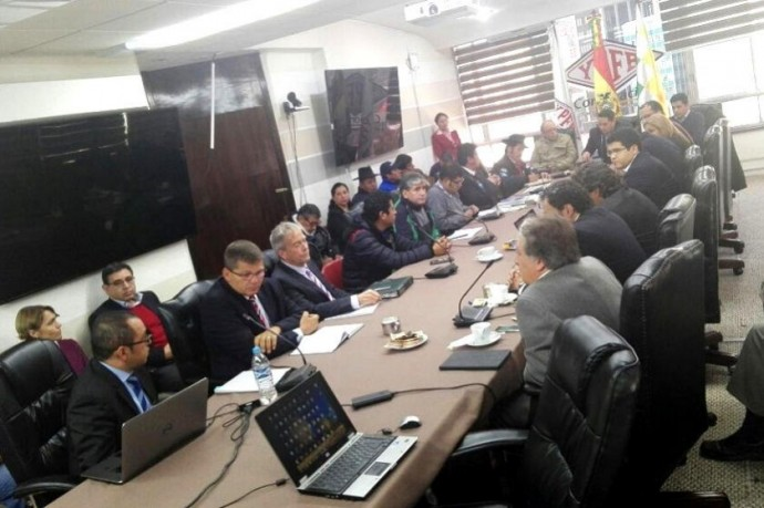 Autoridades chuquisaqueñas y cruceñas ya están en YPFB. Foto: Gentileza