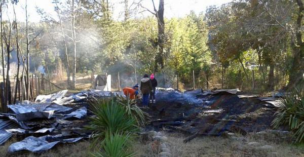 """Una bodega del Fundo El Porvenir también se vio afectada por el incendio donde se hallaron panfletos con el mensaje """"resistencia Mapuche de Malleco"""""""