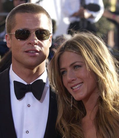 ** file ** jennifer aniston, right, and husband brad pitt pose for photographers on as they arrive for the 56th annual primetime emmy awards sunday, sept. 19, 2004. the hollywood power couple are officially calling it quits after 4 years of marriage. aniston filed for divorce friday, march 25, 2005 citing irreconcilable differences with pitt. (ap photo_chris pizzello) brad pitt jennifer aniston actor y actriz entrega premios emmy eeuu los angeles