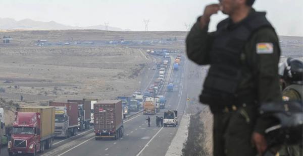 Tras el repliegue de mineros en Mantecani el tráfico de camiones que estaban varados desde hace dos días empezó a normalizarse