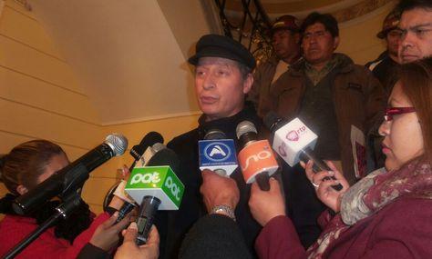 El ministro de Minería y Metalurgia, César Navarro en declaraciones después de la reunión con Fencomin. Foto: Dennis Luizaga