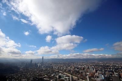 La ciudad de Santiago de Chile con la cordillera de los Andes al fondo (EFE/Mario Ruiz)