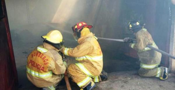 Un incendio consumió una fábrica de colchones