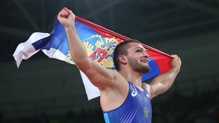 El ruso Davit Chakvetadze medalla de oro en la competición de lucha grecorromana en la categoría 85 kilogramos
