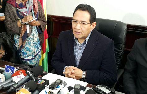 El fiscal General, Rarimo Guerrero, durante una conferencia que brindó en La Paz.