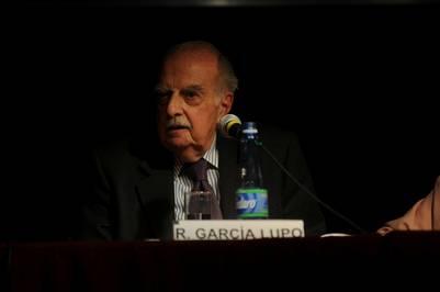 Homenaje a Rogelio Garcia Lupo, en la Feria del Libro. (Emiliana Miguelez)