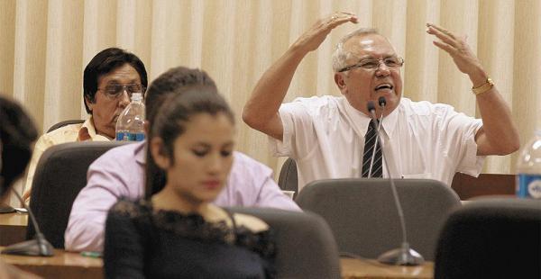 El rector Manfredo Menacho dirigió por primera vez la reunión de los delegados