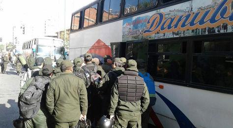Traslado de policías a los puntos de bloqueo