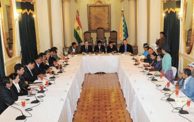 Opositores observan reglamento del Consejo que exige estatutos autonómicos para el pacto fiscal