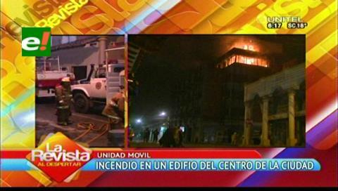 Santa Cruz: Incendio consume el quinto piso de un edificio en el centro