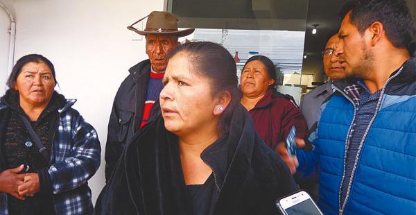 Martha Saavedra, hermana de Ernesto, que está en la clínica Maurer, llegó con otros parientes a visitarlo