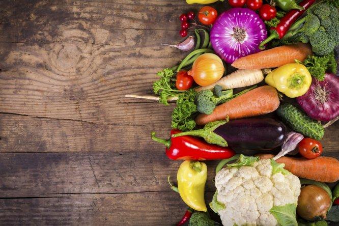 Escalivada, gazpacho, salmorejo... La geografía española está repleta de recetas con verduras que son un regalo para el paladar. Haga turismo gastronómico, no hace falta salir de casa.