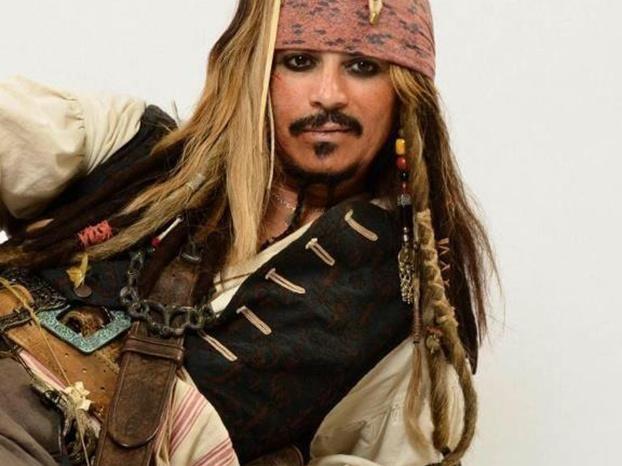 No es Jonnhy Depp, es Ronnie Rodríguez.